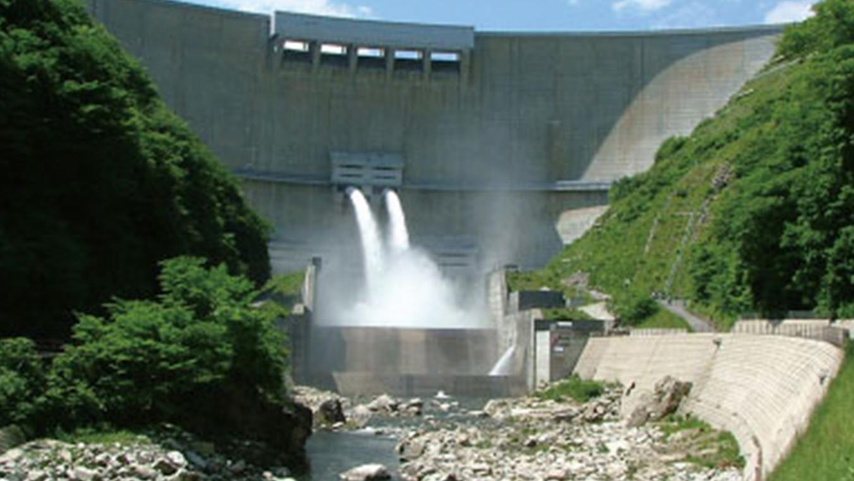 【温井ダム】ダムの高さはアーチ式では日本で黒部ダムに次いで2番目の高さ(156m)を誇ります!