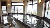 【アルカリ温泉展望浴場】景色を眺めながら足を伸ばして温泉で日頃の疲れを癒して下さい。