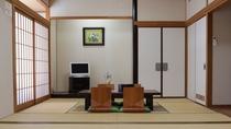 【和室16畳(8畳2間)】広々としたファミリー向けのお部屋です。