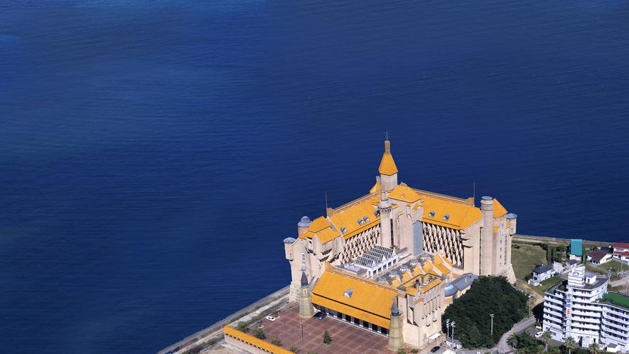 外観:白浜上空から撮ったホテル川久