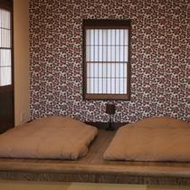 露天風呂付客室(山側:つばき)寝室