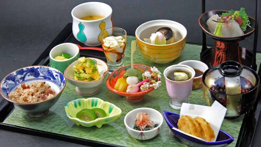 【日本料理・富士】いろいろな味が楽しい!各種御膳。