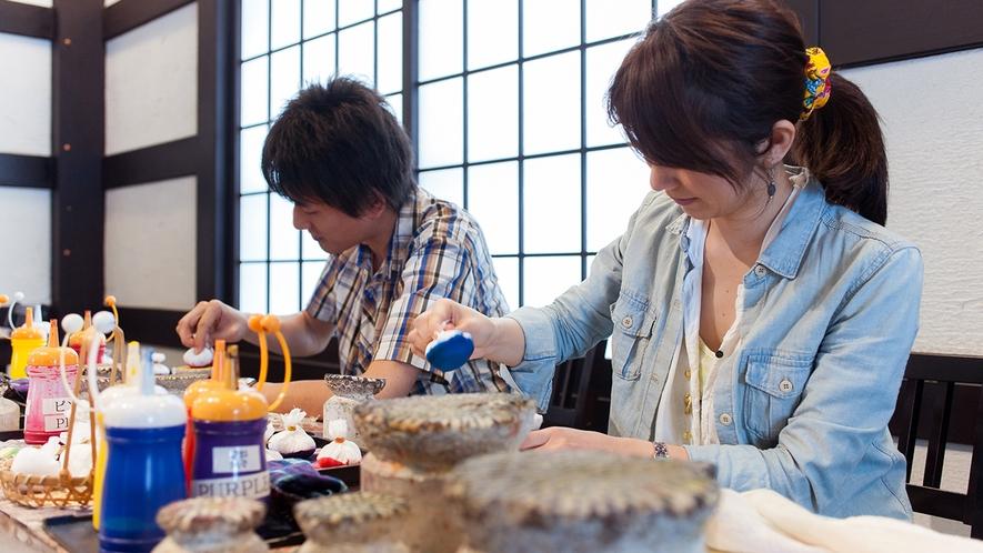【染め体験】サンゴの化石の断面模様を使って染め上げるサンゴ染め