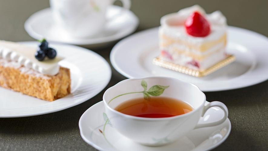 【カフェエリア】定番の味から、旬のフルーツやフレイバーのケーキまで、種類も豊富。