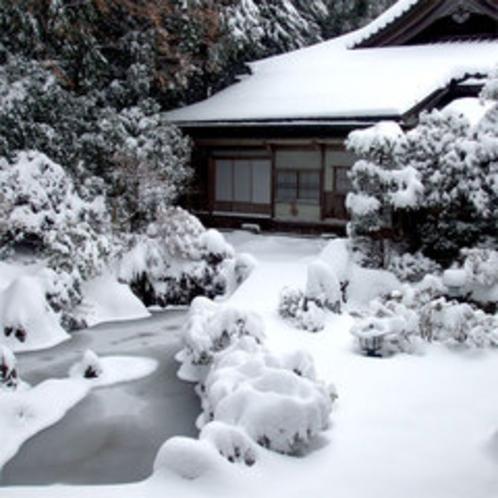 雪の本堂&庭園2