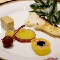 【夕食一例】当館料理人が1つ1つ丁寧に作るお料理の数々をご堪能下さい。
