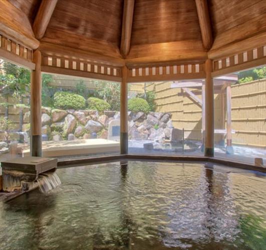 【大浴場】お肌つるつる♪とろみのあるお湯がお肌に優しい≪甘露の湯≫を源泉かけ流しでどうぞ。