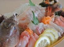 【オプション】事前予約でお刺身の増量も可能です。1600円からお好きな金額でお造りします。