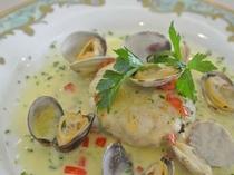 《ある日のお料理》真鯛のポワレ 浅利のブールブランソース