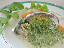 《ある日のお料理》アワビのステーキ 青海苔のクリームソース
