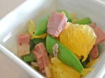 《ある日のお料理》無農薬スナップエンドウと伊豆甘夏のバルサミコサラダ仕立て