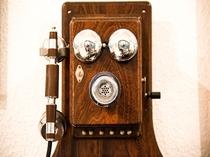 【館内】ひっそり佇むレトロな電話機。懐かしい~と感じる方もいらっしゃるかな?