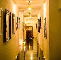 【館内】月光の湯に向かう1階廊下のランプたち。