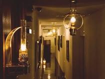 【マリンランプ】館内には全部で4種類のマリンランプが使用されています。あなたのお気に入りはどれ?