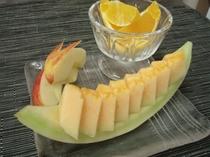 【朝食】朝には嬉しいフルーツも食後にご用意しますよ♪ビタミンたくさん取ってくださいね!