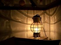 【マリンランプ】1つずつ職人さんが息を吹き込んでガラスの形を作ります。同じ形の物はない素敵なランプ。