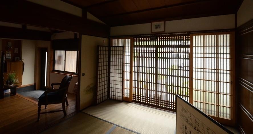 1階和室から玄関の眺め