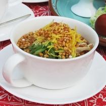 朝にピッタリ!昆布と鶏だしのあっさりした食べるスープ鶏飯
