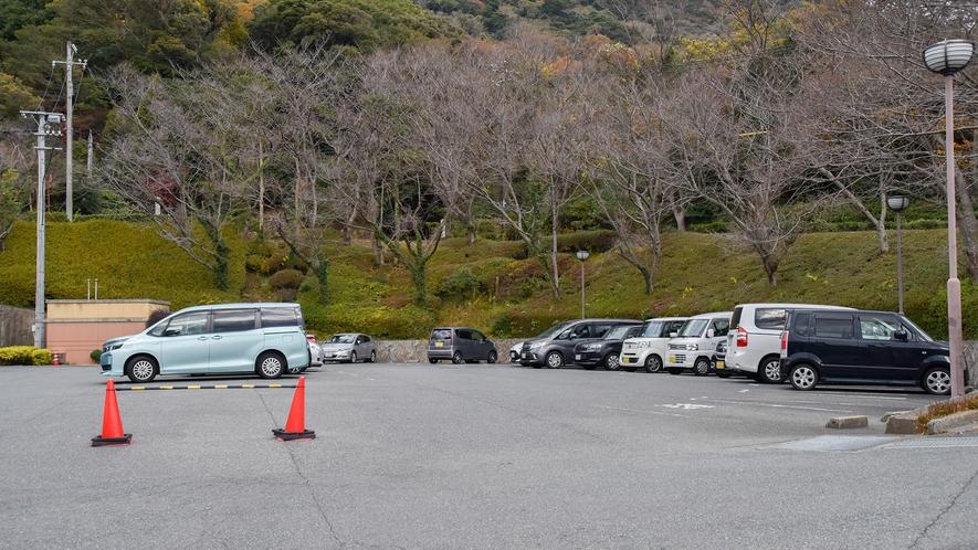 *【駐車場】屋外駐車場(20台収容可能)は無料でご利用いただけます。