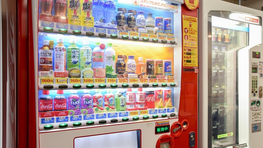 *【館内一例:自動販売機】湯上り処には、清涼飲料の自動販売機もございます。