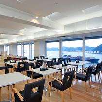 お食事は関門海峡を一望できるレストランで、是非お楽しみください。