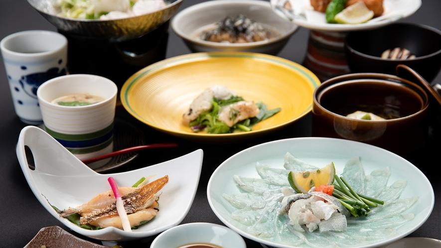 *【夕食一例:ふく会席】下関の夜を贅沢に、そして美味しくご堪能いただける河豚尽くしの会席です。