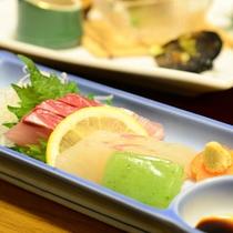 ご夕食一例(お刺身)/新鮮な刺し身は身が引き締まり、お酒も進みます。