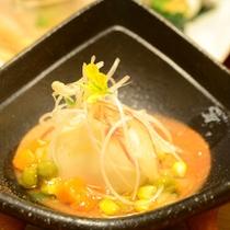 ご夕食一例(ユリ根 饅頭)/饅頭にお箸を入れると、とろとろの餡に絡まり、百合根の甘さが体に沁みます…