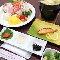 *朝食一例/あったかご飯にお魚やお味噌汁など栄養たっぷりの朝食。