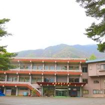 *外観/2つのアルプスの麓で四季折々の山岳・渓谷の自然美を感じられる宿