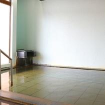 *大浴場/男湯・地域に愛された山犬が名前の由来という無色透明の天然温泉。