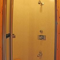 *シャワー/露天風呂の脱衣所にシャワールームがございます。