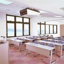 *【多目的ルーム】人数に合わせて部屋のサイズを仕切ることができて便利です。