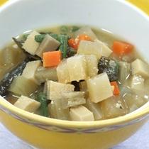 *【料理一例】地元の七草粥「けの汁」。ホッとする優しい味わいです。