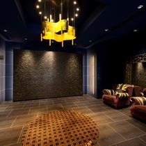 【エレベーターホール】ユニオンジャックの素敵なソファがお出迎え。