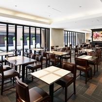 【朝食会場】広々とした開放的な空間でご朝食をお召し上がりいただけます。