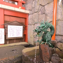 *大山名水/大山阿夫利神社神泉の水。最も清らかな尊いお水は、殖産の泉、長命延寿の泉としてご愛用下さい。
