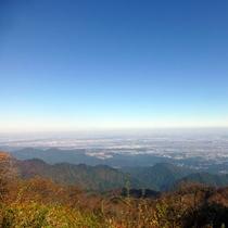 *【大山山頂からの景色/一例】天気が良ければ遠くに相模湾や横浜も望めます