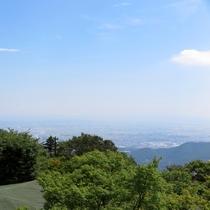 *【周辺/大山】空気の澄んだ日には相模湾に浮かぶ江ノ島や房総半島を一望することができます。