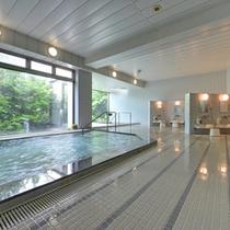 *お風呂(昭和校舎)/季節毎にハーブを調合。健康促進と美容効果の高いお風呂にご入浴いただけます。