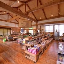 *特産品売り場(昭和校舎)/地元のお土産品が揃います。お友達やご家族へのお土産にどうぞ。