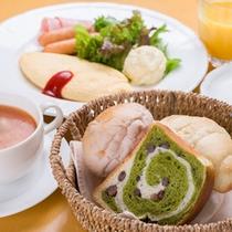 *ご朝食一例/自然な優しさを味わえる自家製パンを朝食で!ふんわり&しっとりとした味わいに◎