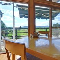 """*レストラン""""ぼのボ~ノ""""/窓際のお席からは自然豊かな南アルプスの風景を望めます。"""