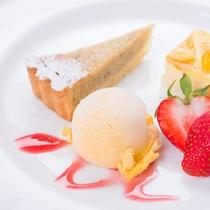 *ご夕食一例(デザート)/自家製ケーキにアイスクリームを添えて。