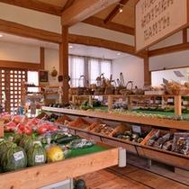 """*特産品売り場(昭和校舎)/農家直送便""""採れたて新鮮野菜""""が並びます。お値打ち価格であることも嬉しい"""