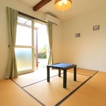 【お部屋】お庭に面した明るい和室6畳のお部屋です。