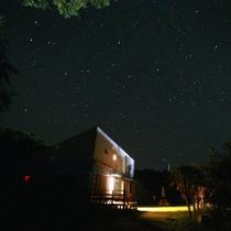 【外観】お天気のいい日は星降る夜を体感できます。