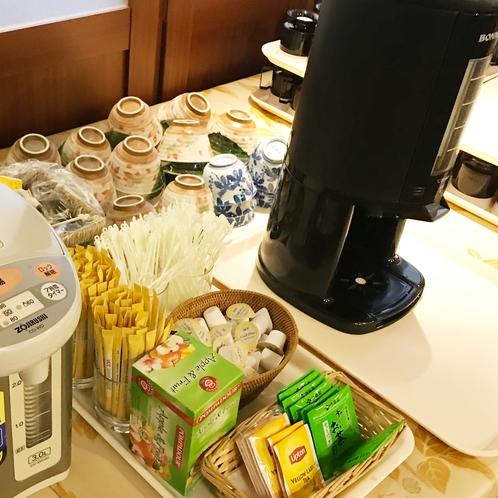 朝食バイキングのドリンク