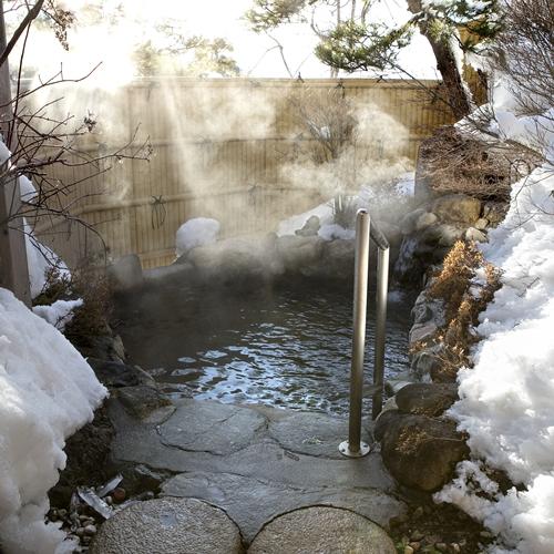 雪の中の露天風呂は格別です