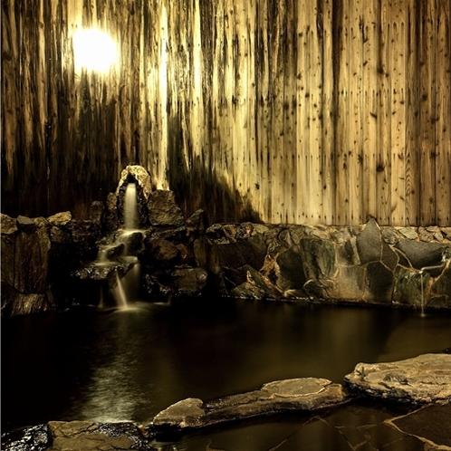 豪快に溢れ出る温泉